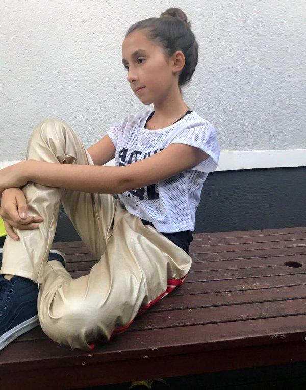 Christina-rohde-goldene-Lederhosen-Mädchen