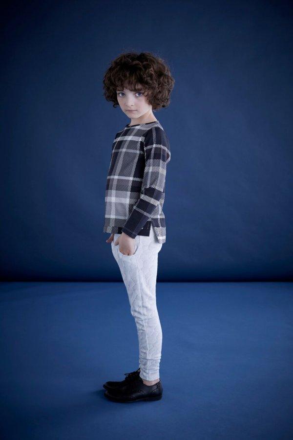 DIAPERS AND MILK-schwarz-weißes- T-shirt-junge