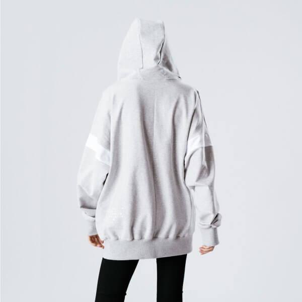 oversized-hoodie-teenager-hinten