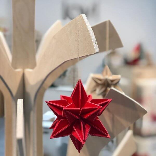 Lovi_wood_star_red_ornament_advent