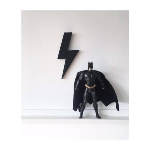 schwarzer Blitz aus Holz
