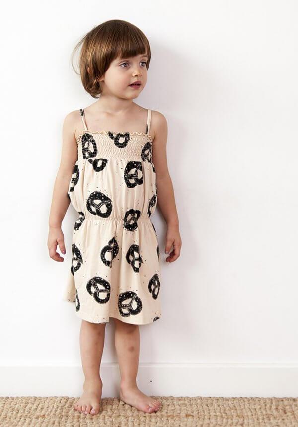 Nadadelazos Kleid Brezel Mädchen