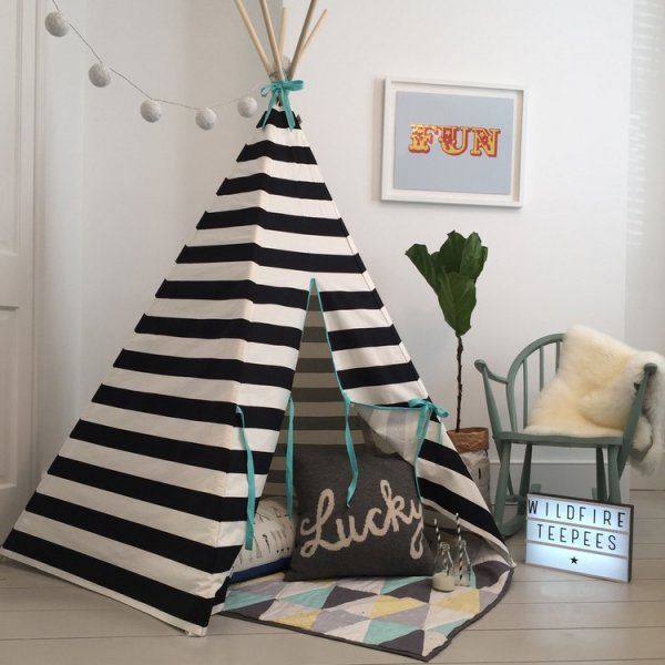 striped-teepee-black-white-kids-room