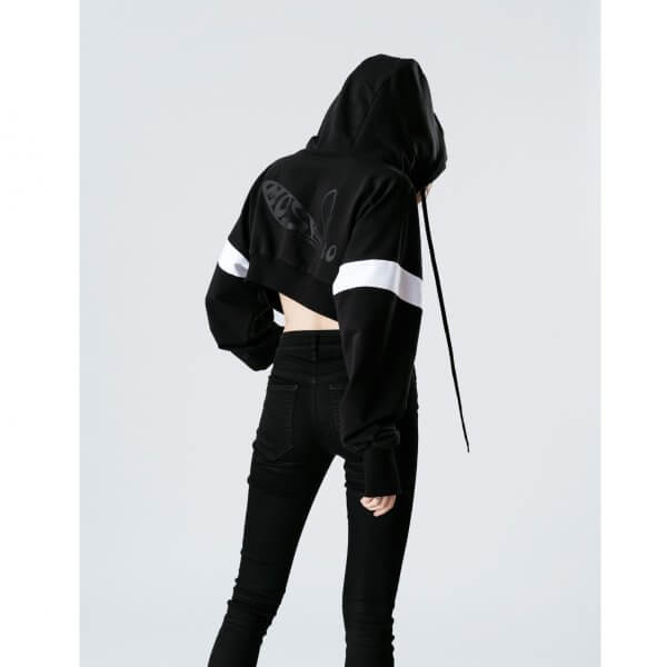 Kurz-hoodie-schwarz-hinten