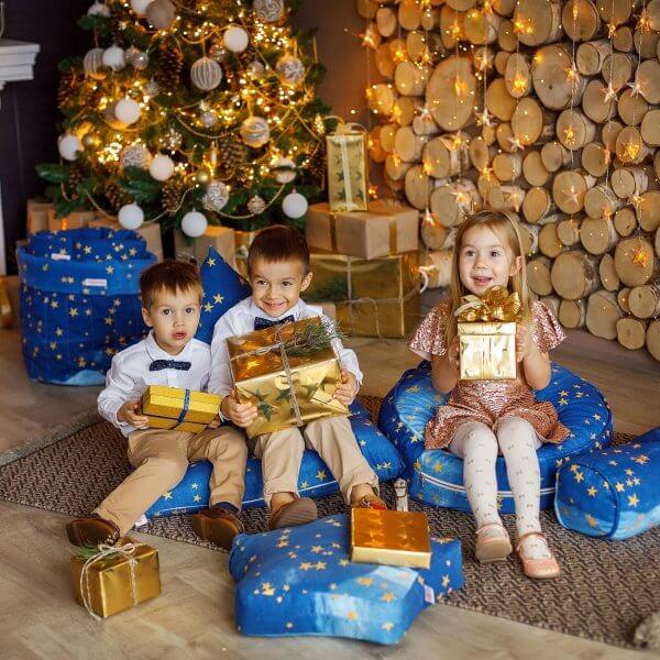 wigiwama-blauer Sitzsack-goldene-Sterne-weihnachten
