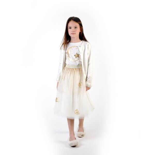 white- t-shirt- girl- billieblush- moon- and- stars-girl