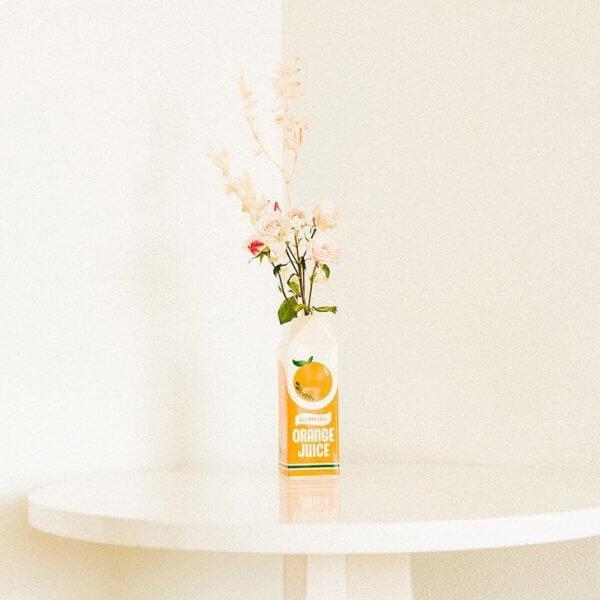 Bando_Vase_orange_juice_room