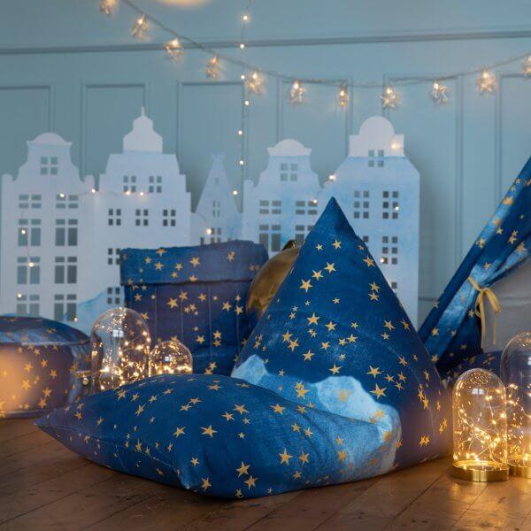 wigiwama-blauer Sitzsack-goldene-Sterne-kinderzimmer